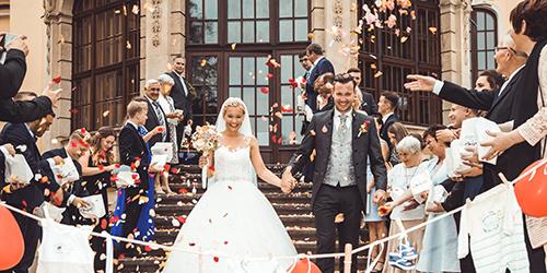Hochzeitsfotograf Dresden - Die Gäste stehen Spalier.